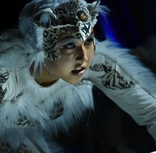 В театре Тунгуч состоялся закрытый премьерный показ театральной постановки Ак илбирс, приуроченный к Международному форуму по сохранению снежного барса