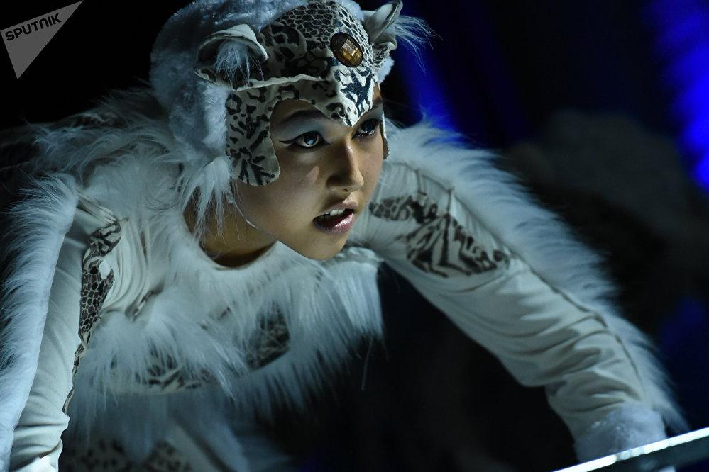 Жума күнү Тунгуч театрында Ак илбирс постановкасынын бет ачары жабык өттү. Иш-чара ак илбирсти коргоо боюнча өтө турган эл аралык форумга арналган