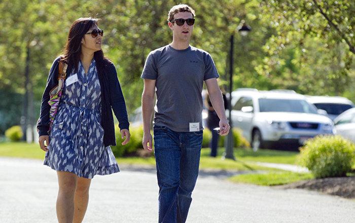 Facebook социалдык тармагынын негиздөөчүсү Марк Цукерберг жубайы Присцилла Чан менен