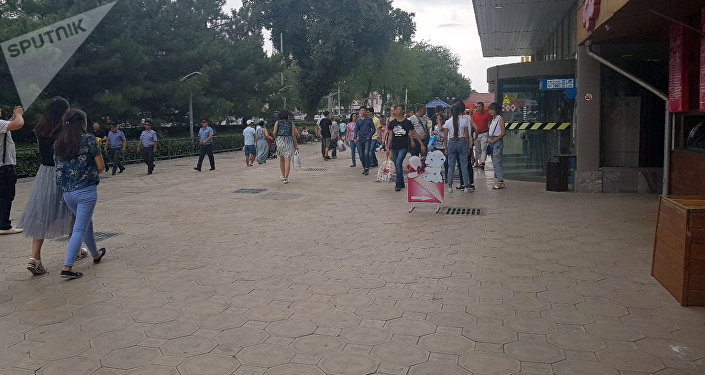 Оцеплен здание ЦУМ в Бишкеке