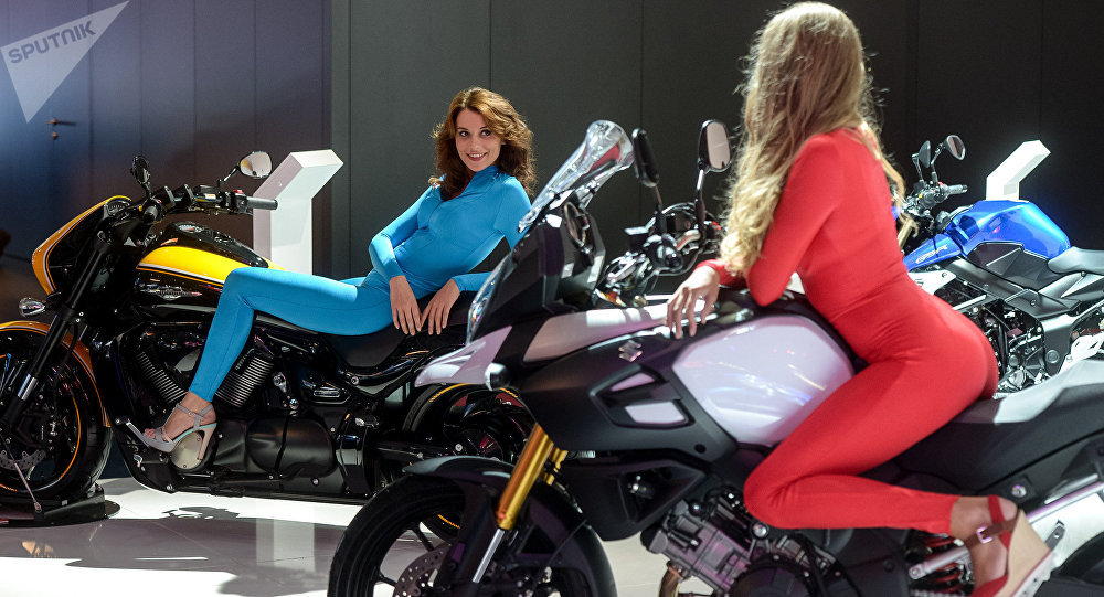 Девушки на мотоциклах. Архивное фото