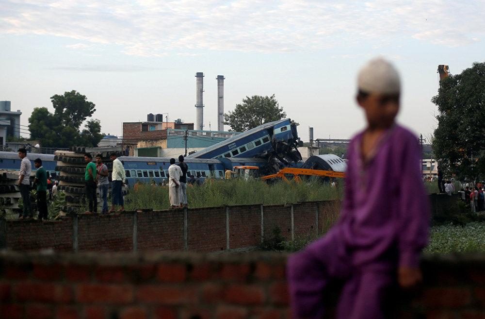 Индиянын Уттар-Прадеш штатында поезд темир жолдон чыгып, кырсыктан 20 киши набыт болду, дагы 150дөй адамдын жарадар болгону айтылууда