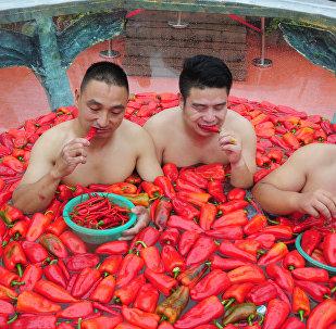 Соревнование по поеданию перца чили в китайской провинции Хунань