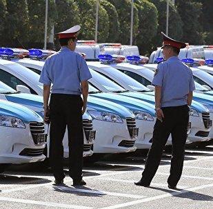 Казакстан полиция кызматкерлери. Архивдик сүрөт