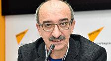Психолог Азад Исазаде во время интервью на радио Sputnik Азербайджан