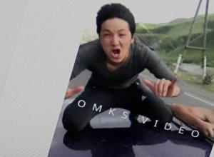 Молодой парень на большой скорости едет на крыше автомобиля. Фото со страницы пользователя Instagram doshan.nusupbekov