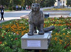 На Аллее молодежи в Бишкеке прошло торжественное открытие скульптуры снежного барса