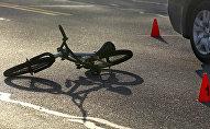 Жолдо калган велосипед. Архивдик сүрөт
