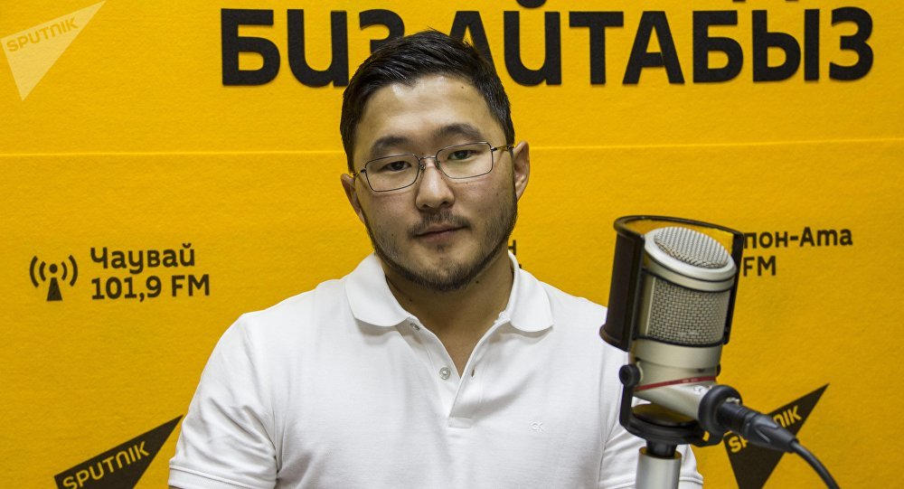 Руководитель диаспоры Ала-Тоо Тилек Маратов во время интервью на радио Sputnik Кыргызстан