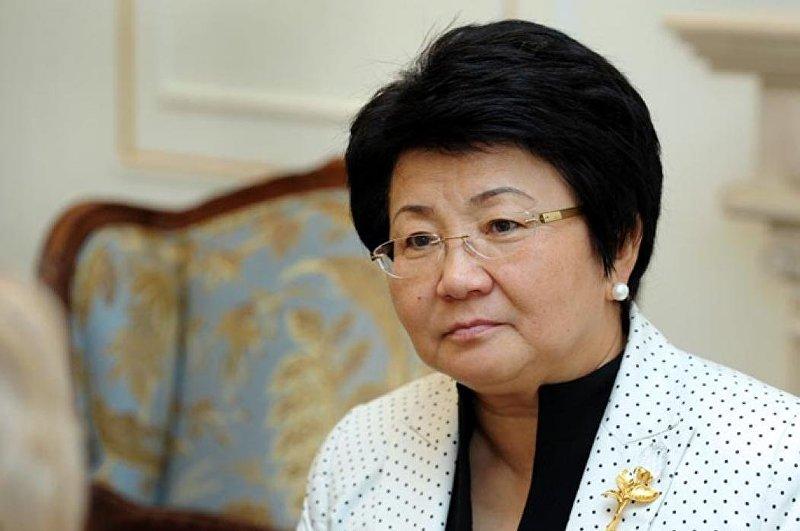 Глава государства Роза Отунбаева на итоговой пресс-конференции в Госрезиденции Ала-Арча. 29 ноября 2011 года