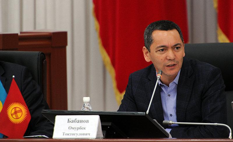 Лидер парламентской фракции Республика — Ата-Журт Омурбек Бабанов во время отчета о деятельности Правительства Кыргызской Республики за 2016 год