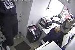 Грабители упали с потолка — видео дерзкого налета на казахстанский банк