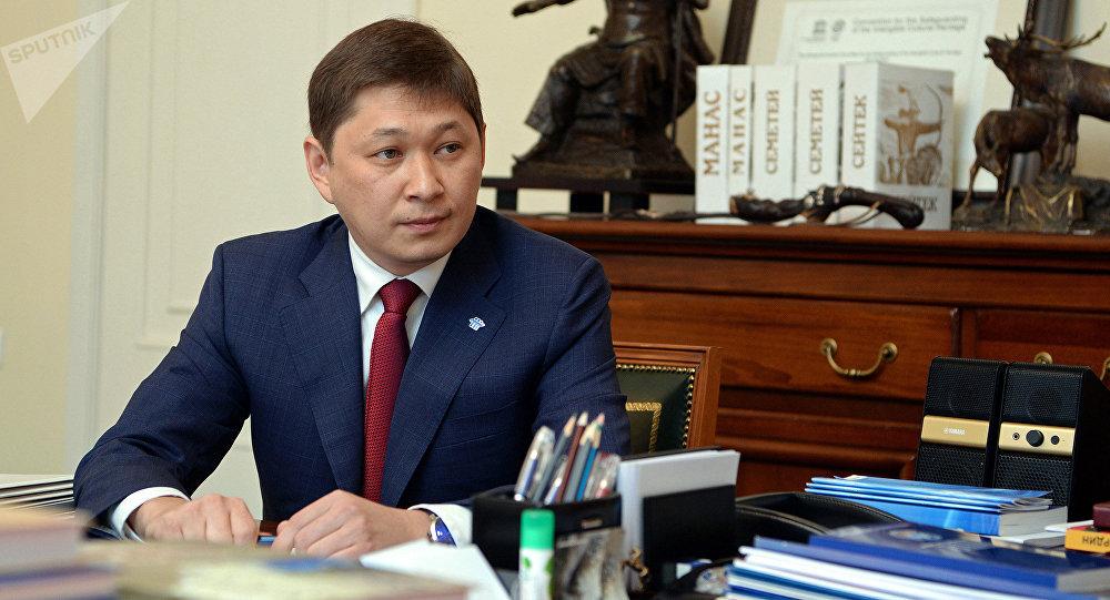 Архивное фото руководителя аппарата президента КР Сапара Исакова