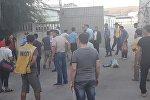 На территории рынка Мадина в Бишкеке произошла потасовка между сотрудниками службы безопасности и продавцами