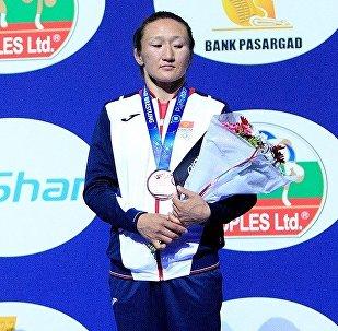 Кыргызстандык балбан Айсулуу Тыныбекова учурда Париж шаарында өтүп жаткан күрөш боюнча дүйнөлүк чемпионатта коло байге алды