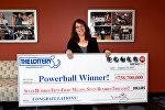 Мэвис Уончик из штата Массачусетс, победительница джекпота Powerball в размере 758,7 млн долларов. США 24 августа 2017 года