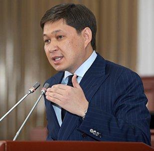 Жогорку Кеңештин көпчүлүк коалициясы алдында чыккан Сапар Исаков