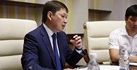Премьер-министр Сарпар Исаковдун архивдик сүрөтү