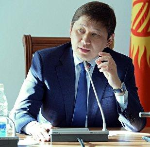 Архивное фото бывшего премьер-министра КР Сапара Исакова
