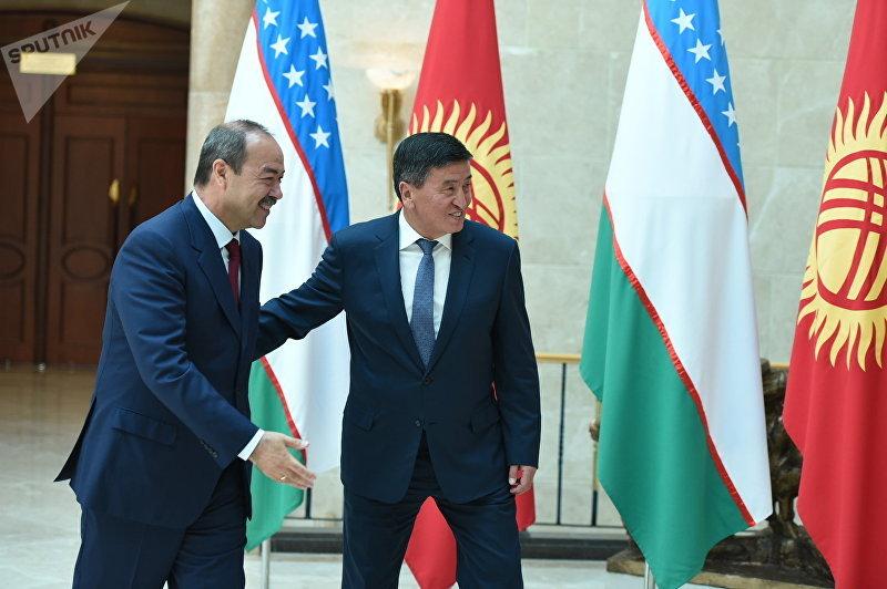 Премьер-министр Кыргызстана Сооронбай Жээнбеков и глава правительства Узбекистана Абдулла Арипов во время встречи на заседаниях межправительственной комиссии двух стран в Бишкеке. По итогам переговоров стороны договорились внести в проект промежуточного договора 84 процента госграницы