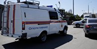 Автомобиль МЧС РФ у места падения автобуса с людьми в море.