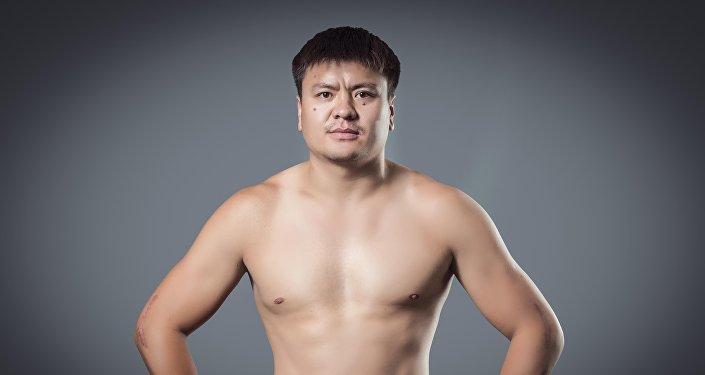 Ак аюу каймана аты менен белгилүү болгон кыргызстандык ММА спортчусу Мыктыбек Мамасалиев