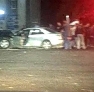 Бишкекте таңга маал Lexus токтоп турган Mazda унаасын сүзүп салды. Күбөнүн видеосу