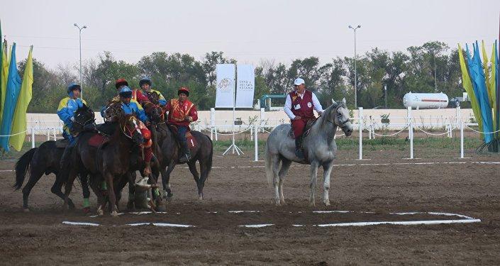 За первое место казахстанская сборная получит 10 миллионов тенге (2 миллиона 68 тысяч сомов), а команда КР — 5 миллионов (1 миллион 34 тысячи). Третье место у игроков из Таджикистана — им полагается 2 миллиона тенге (413 тысяч сомов).