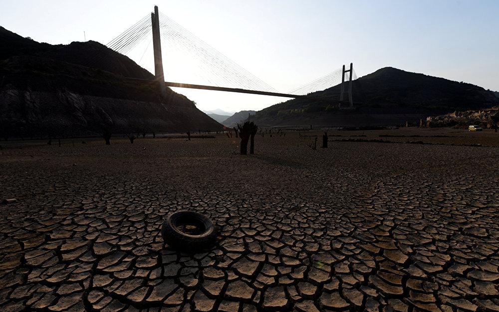 Испаниядагы Барриос-де-Луна суу сактагычынын көрүнүшү. Дуэро дарыясында суунун аздыгынан болгону 9,1 пайызга гана толгон.