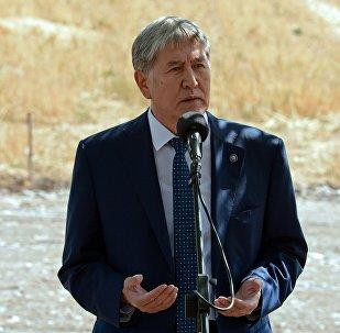 Глава КР Алмазбек Атамбаев во время рабочей поездки в Ошскую область