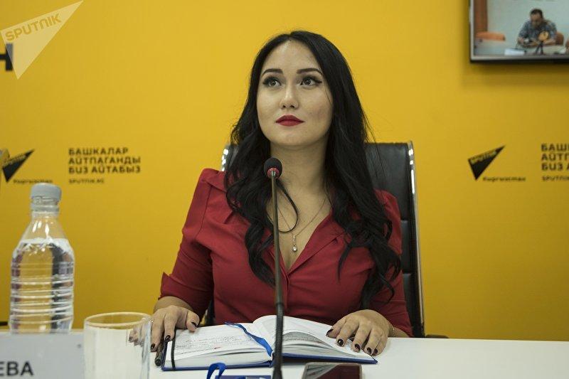 Журналист Sputnik Кыргызстан Асель Минбаева в ходе видеомоста, приуроченного к Международному дню блога