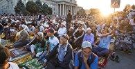 Курман Айтка келген мусулмандар. Архивдик сүрөт