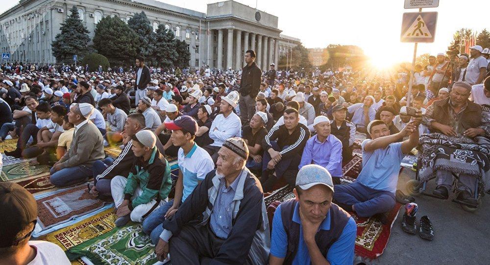 Айт-намаз на старой площади Бишкека