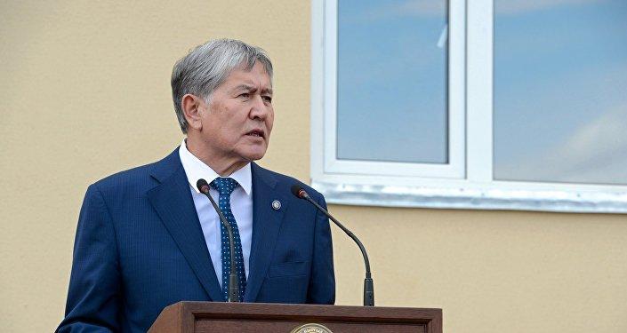 Эски президент Алмазбек Атамбаевдин архивдик сүрөтү