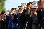 Премьер-министр Сапар Исаков Ош шаарындагы борбордук аянтта он миңден ашуун кишинин катышуусунда Айт намазы окуду
