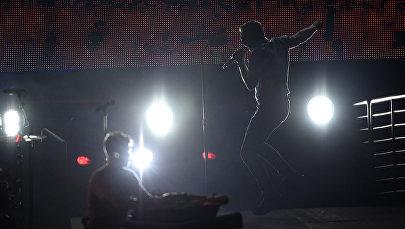 Певец выступает на концерте. Архивное фото