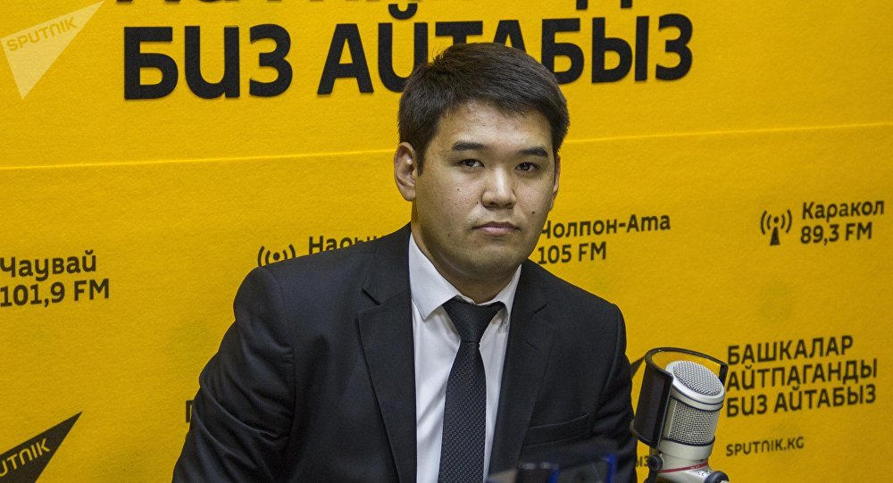 Заместитель начальника Управления землепользования и строительства мэрии Бишкека Медер Раимкулов во время интервью на радио Sputnik Кыргызстан