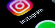 Приложение Instagram отображается на экране телефона. Архивное фото
