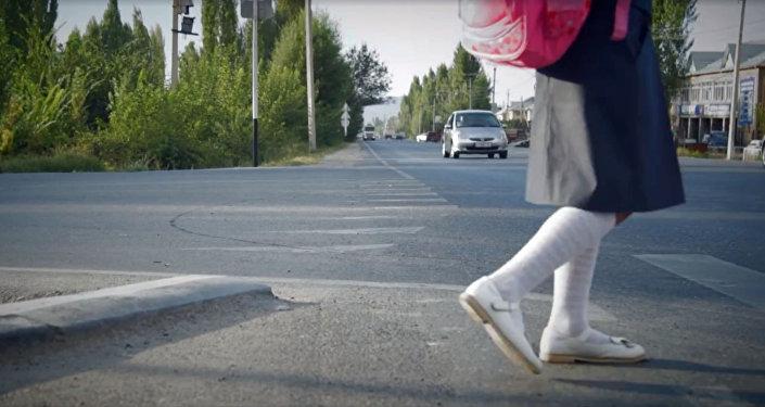 Социальный ролик, призывающий взрослых позаботиться о безопасности детей