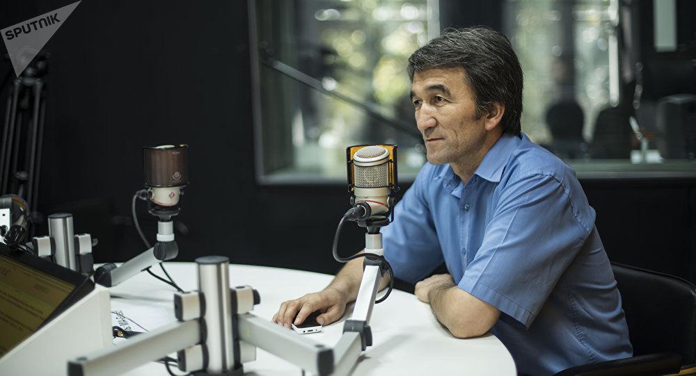 Улуу тоолор басмаканасынын жетекчиси, акын жана жазуучу, котормочу Жумадин Кадыров