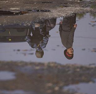 Сотрудники МВД во время поисков преступников. Архивное фото