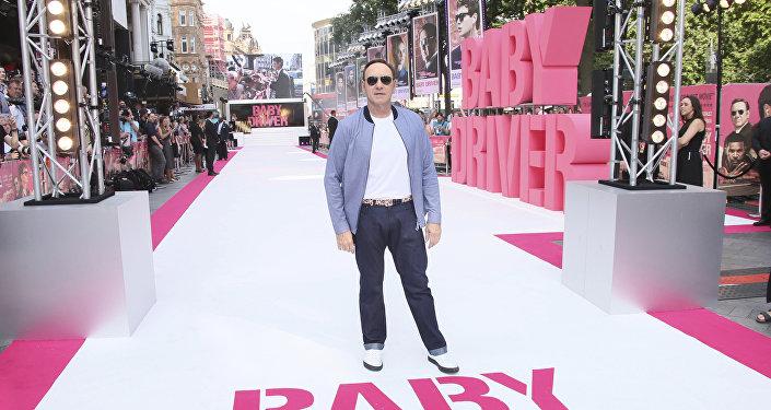 Актер Кевин Спейси позирует фотографам на премьере фильмаМалыш на драйве в Лондоне, 21 июня, 2017 года