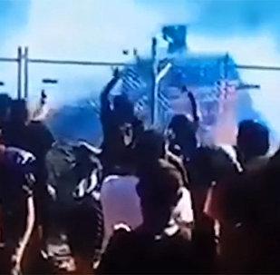 Гонщик облил горящим бензином зрителей на трибуне — видео очевидца
