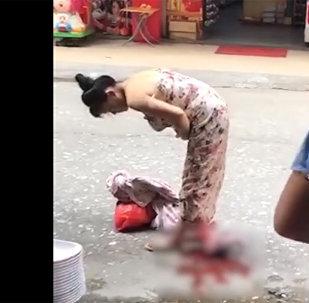 Китаянка родила прямо на улице и пошла дальше