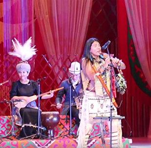 Лео Рохас и кыргызский ансамбль исполнили мелодию Полет кондора