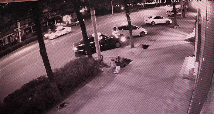 ДТП с дочерью Орзубека Назарова: видео погони милиции за мотоциклом