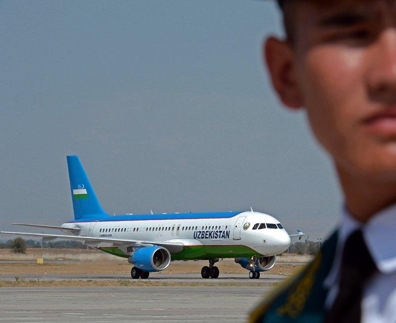 Самолет на котором прибыл президент Республики Узбекистан Шавкат Мирзиёев в Кыргызстан