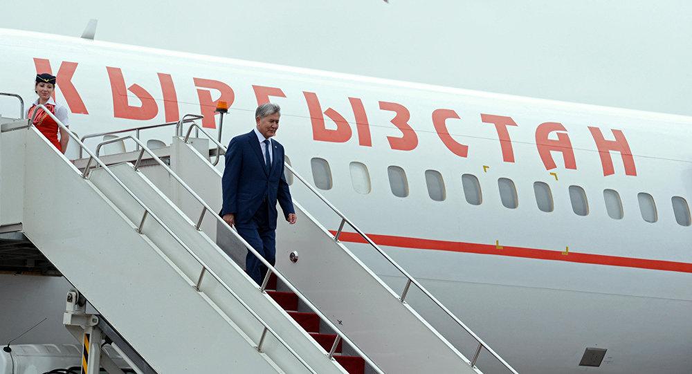 Президент Алмазбек Атамбаевдин Астанага барган иш сапары. Архивдик сүрөт