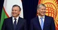 Архивное фото экс-президента Кыргызстана Алмазбека Атамбаева в ходе встречи с главой Узбекистана Шавкатом Мирзиёевым, прибывшим в КР с государственным визитом