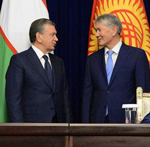 Президент Кыргызстана Алмазбек Атамбаев в ходе встречи с главой Узбекистана Шавкатом Мирзиёевым, прибывшим в КР с государственным визитом